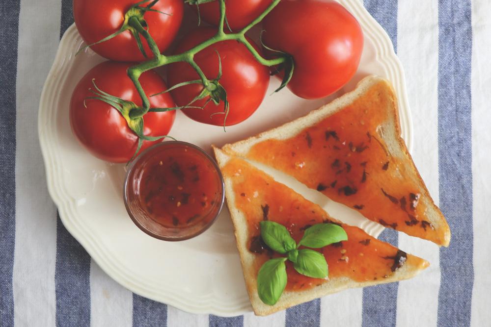 Tomatenmarmelade mit Basilikum